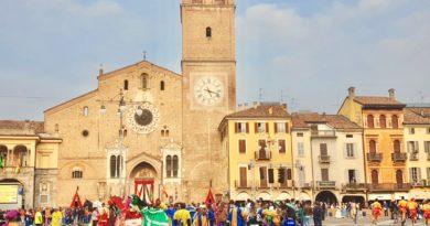 Palio dei Rioni di Lodi: Piazza della Vittoria allestita a festa
